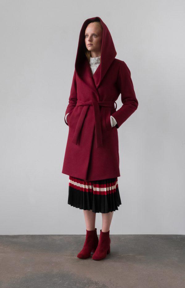 płaszcz z kapturem wiązany w pasie z krytym zapięciem z wełny ocieplany w kolorze wina