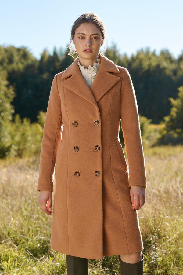 płaszcz dyplomatka z alpaki w kolorze kamelowym z guzikami