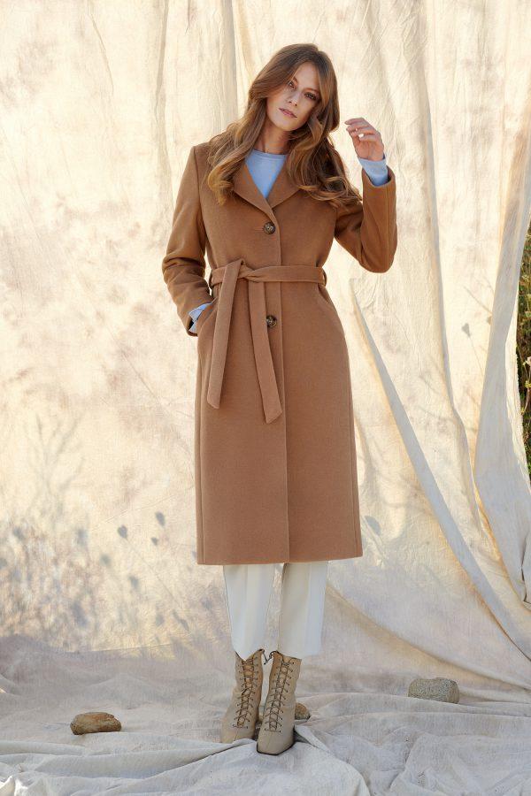Długi jednorzędowy płaszcz zimowy dopasowany z alpaki.