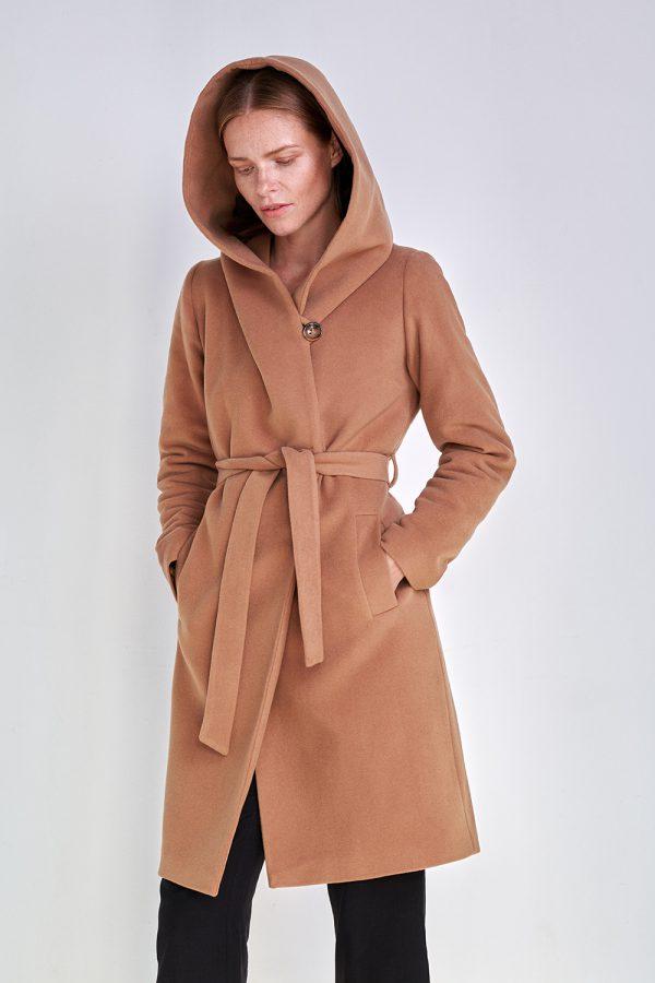 płaszcz zimowy z kapturem wiązany w pasie kamelowy