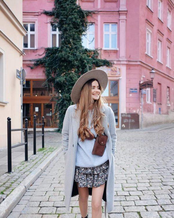 Wełniany płaszcz ocieplany zimowy, ponadczasowa klasyka w pięknym jasnym popielu.