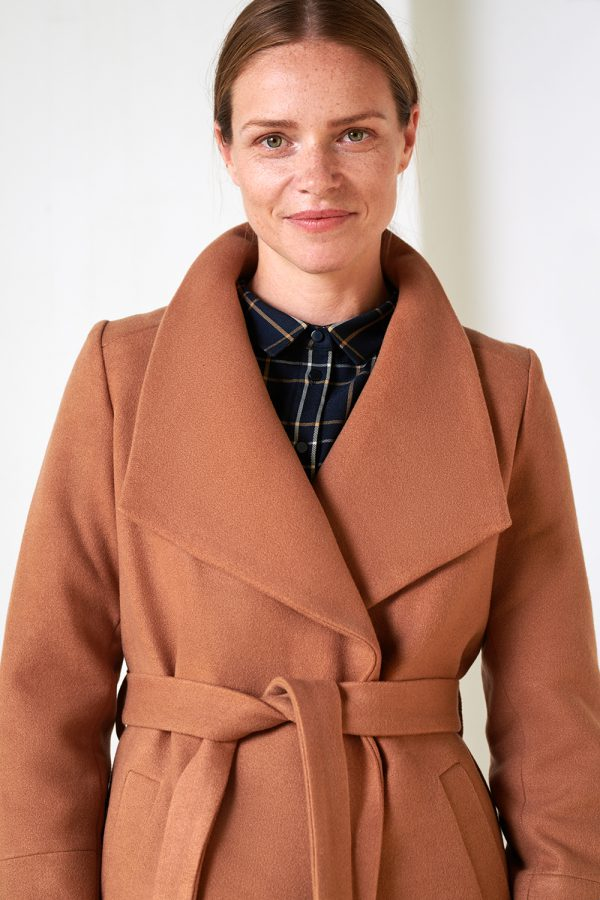 women's coat with big wraparoung collar camel color