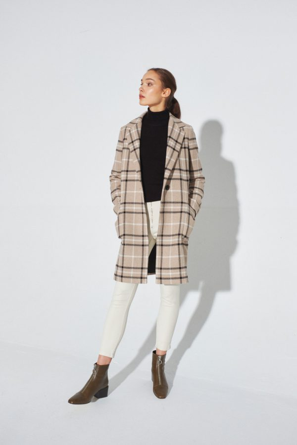 women coat in camel check with large front pockets
