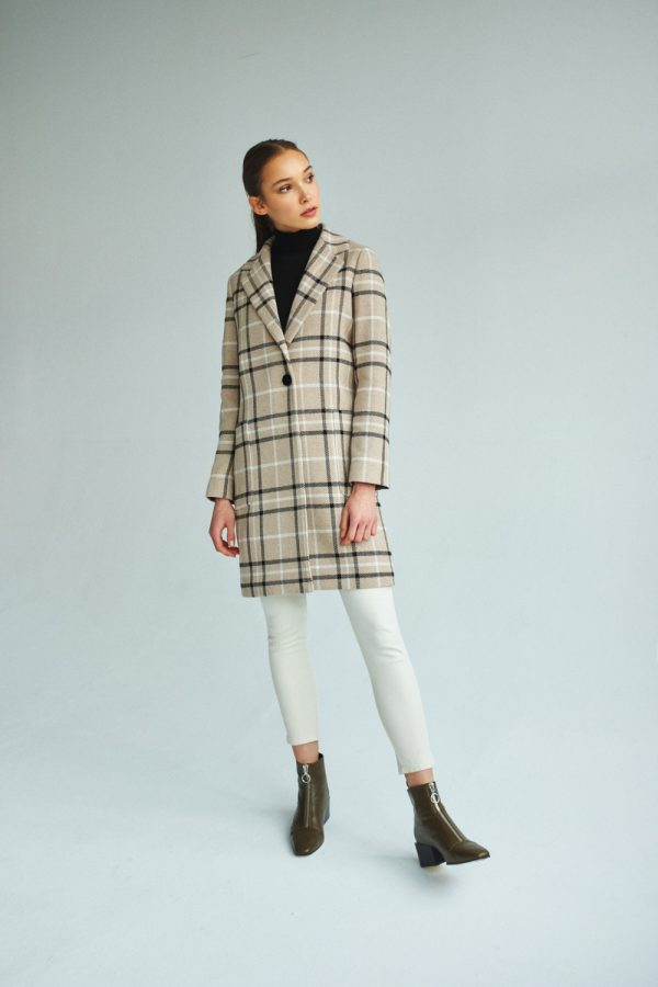 winter women's coat in oversize look with camel check