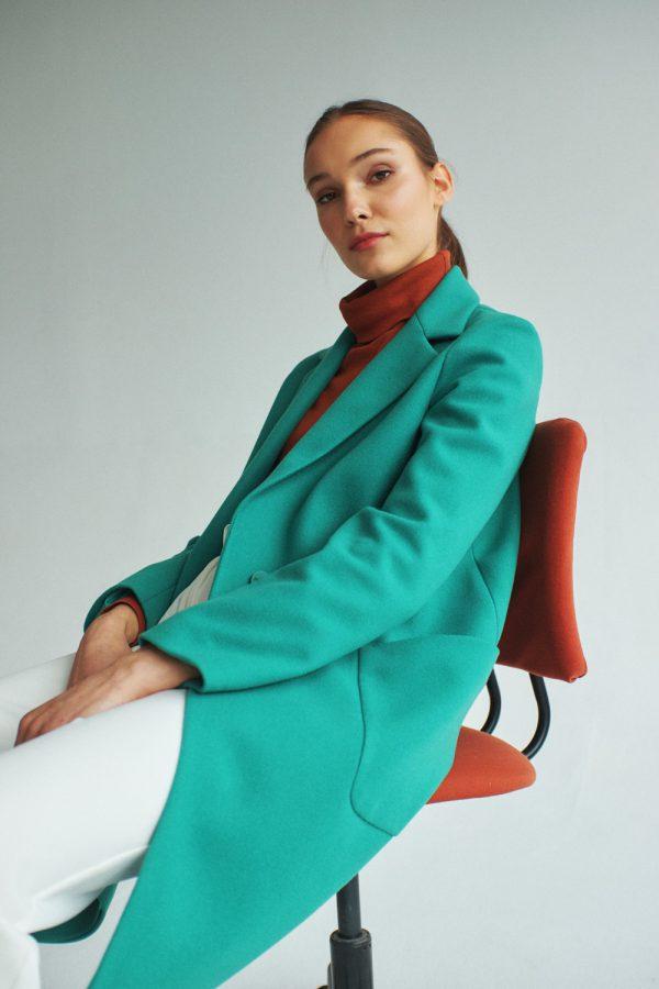wiosenny płaszcz o luźnym fasonie w kolorze miętowym