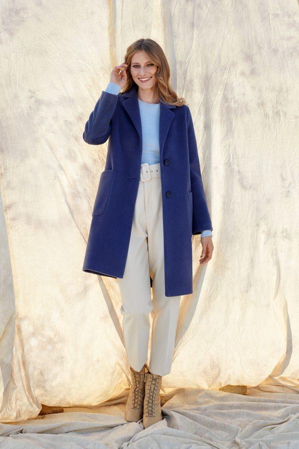 Płaszcz zimowy ocieplany z alpaki w niesamowitym lawendowym kolorze z dużymi naszywanymi kieszeniami.