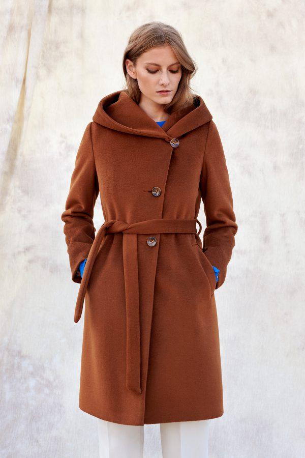 Ponadczasowy płaszcz z dużym kapturem zapinany na guziki i wiązany, ciepły zimowy.