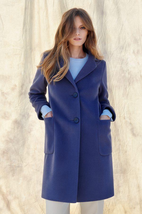 Płaszcz jak marynarka zimowy dodatkowo ocieplany z mieszanki wełny alpaki i owczej zapinany na guziki.