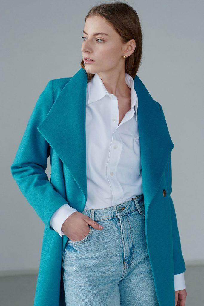 Stylowy i funkcjonalny płaszcz wiosenny na różne okazje w bogatej kolorystyce.