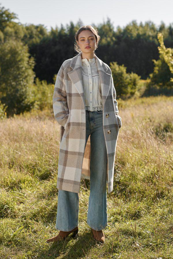 płaszcz długi zimowy w kratę z rękawem typu raglan