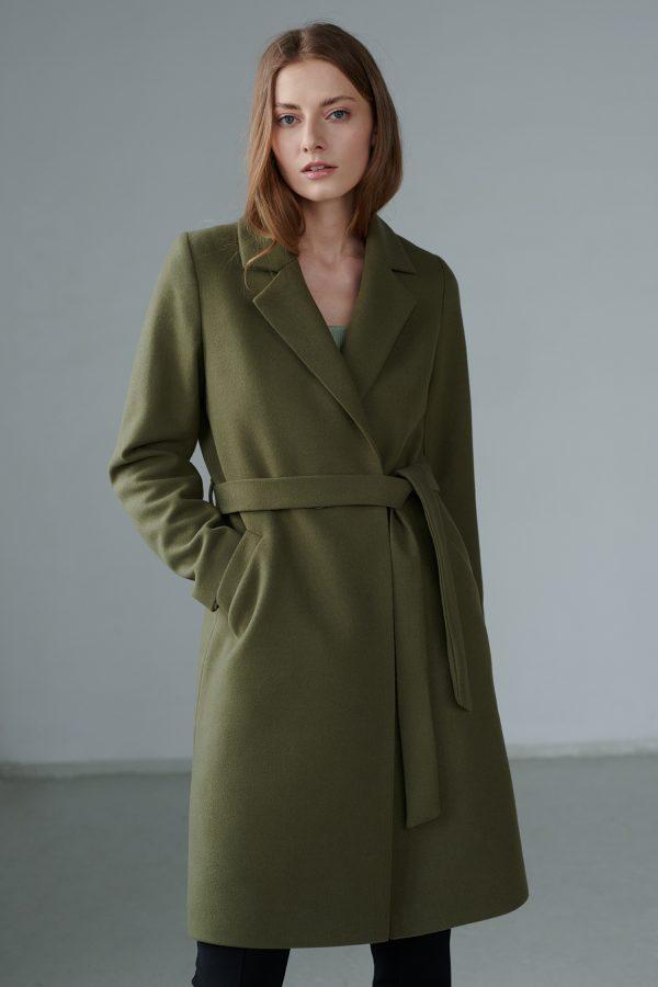 Płaszcz wiosenny w kolano w ciekawym kolorze szałwiowej zieleni, wiązany.