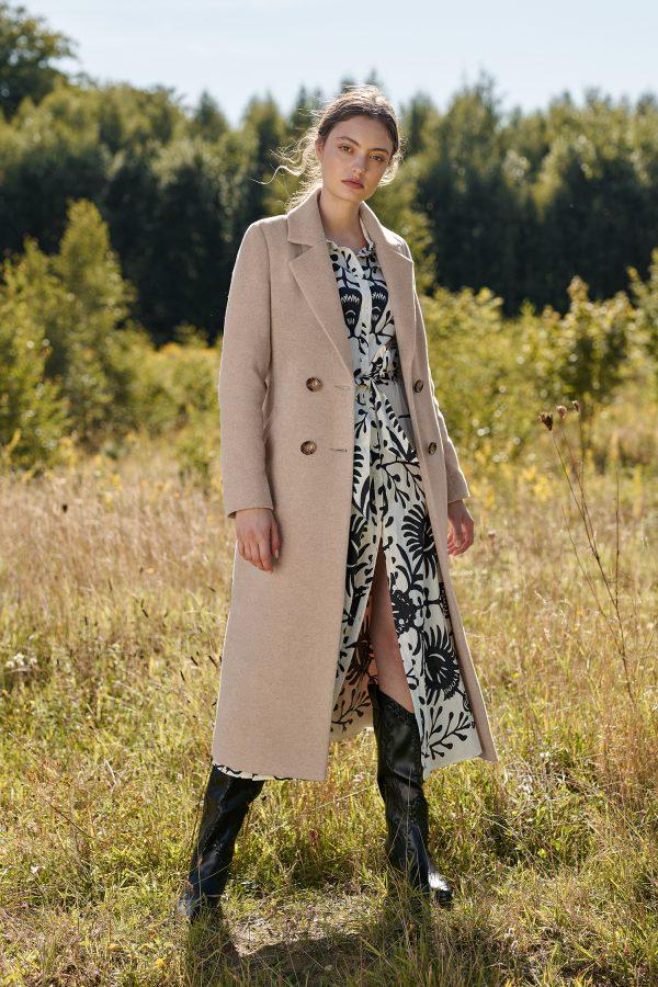 długi wełniany płaszcz damski ocieplany z guzikami