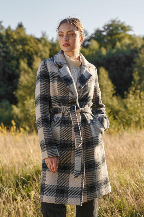 Zimowy płaszcz w kratę handmade wiązany w pasie z rewersem